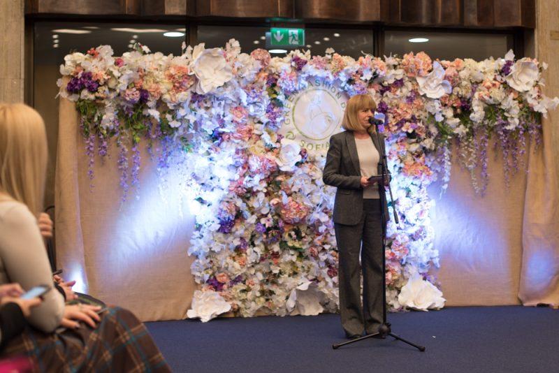 Кметът на София поздравява дизайнерите и присъстващите